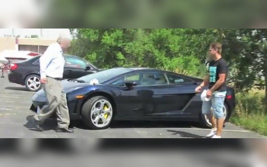 Pokštas Lamborghini vairuotojui