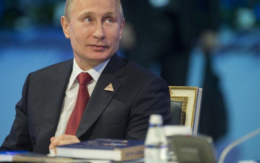 N. Sarkozy giriasi susitikęs su V. Putinu: mes netgi papietavome