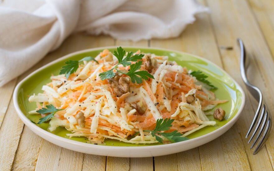 Morkų ir salierų salotos