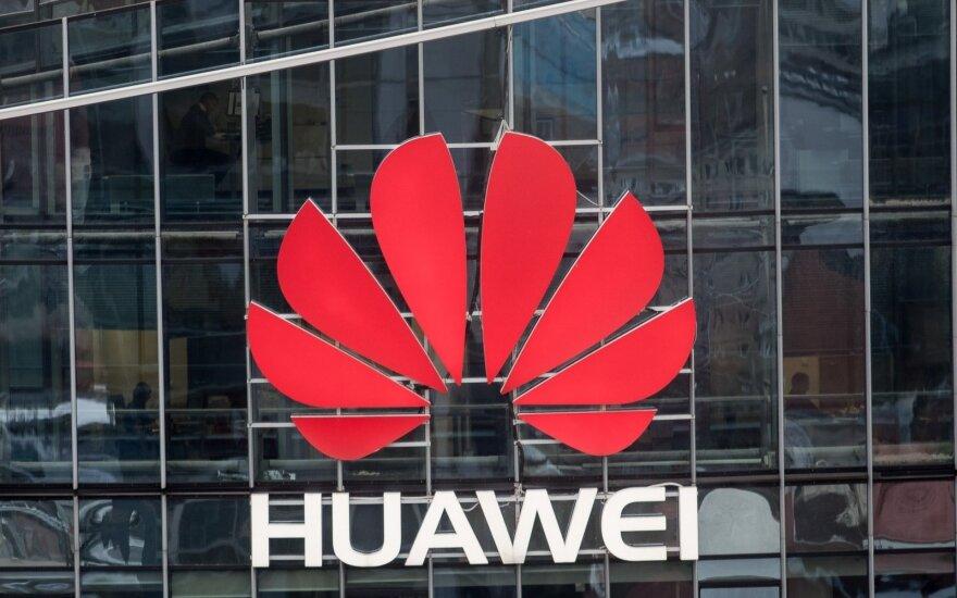 """""""Huawei"""" įkūrėjas: bendrovė niekada neleistų Kinijai prieiti prie klientų duomenų"""