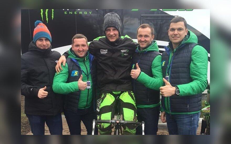 Arminas Jasikonis su komanda