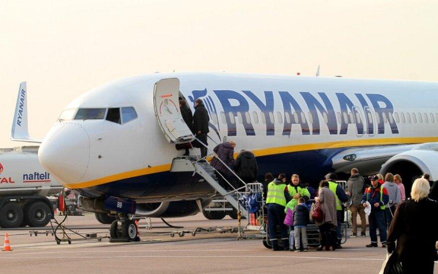Kaunietis taip nenorėjo lipti iš lėktuvo, kad net susimušė su policininku