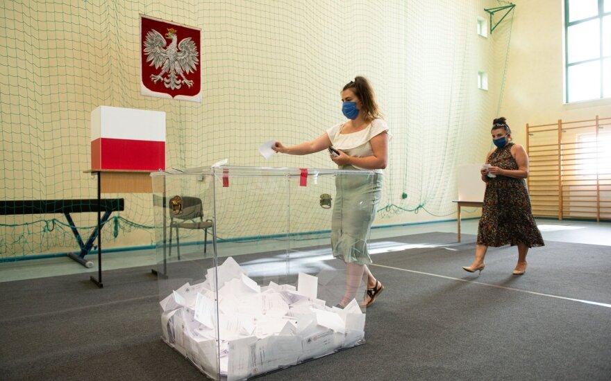 Intriga išlieka: rinkėjų apklausa rodo, kad Lenkijos prezidento rinkimų nugalėtojas – neaiškus