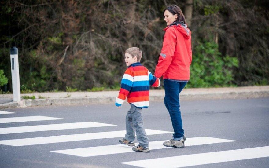 Rugsėjui priartėjus: 5 patarimai, kad vaiko kelionė į mokyklą būtų saugi