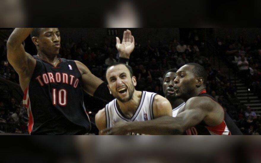 """""""Raptors"""" žaidėjai stabdo Emanuelį Ginobili (""""Spurs"""")"""