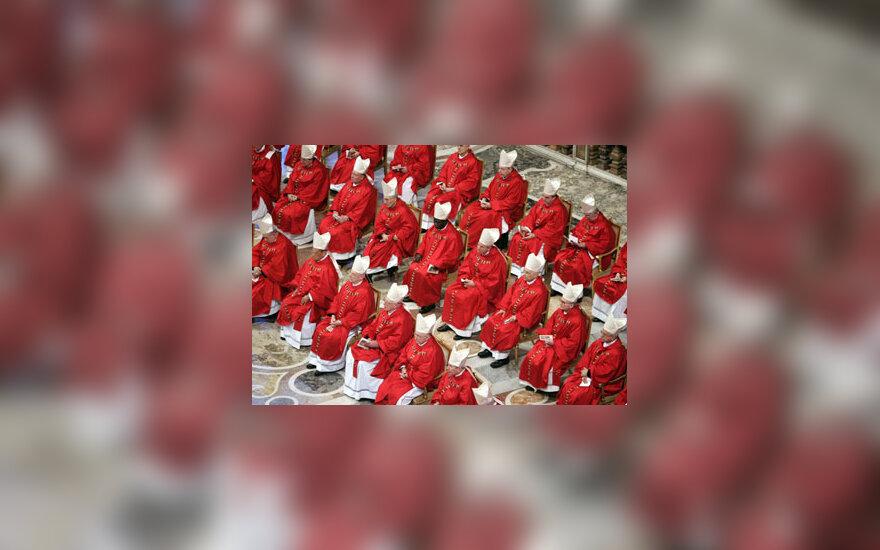 """Kardinolai dalyvauja Mišiose """"Pro Eligendo Papa"""", aukojamose Vokietijos Kardinolo Josepho Ratzingerio."""