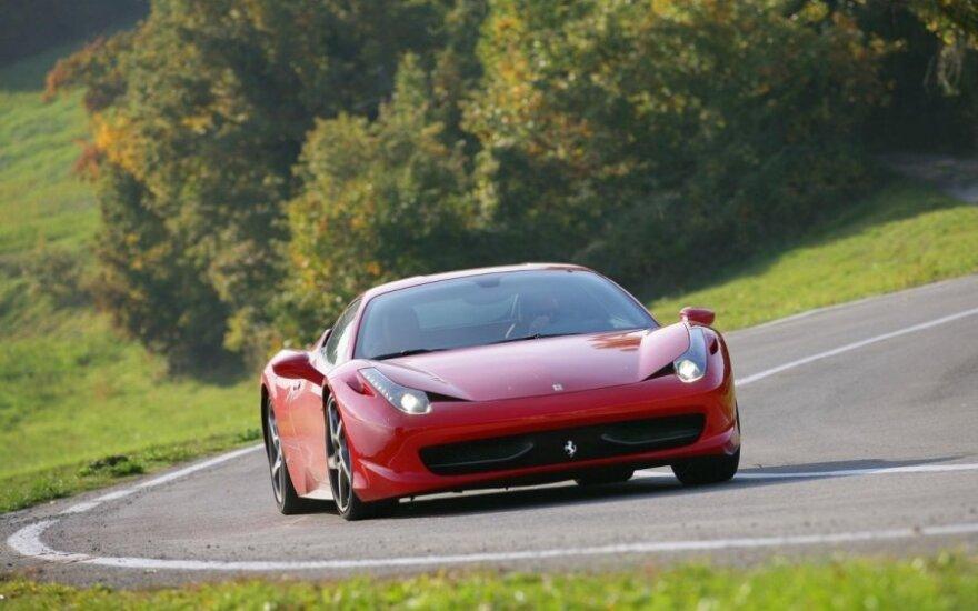 """""""Ferrari"""" mažins automobilių pardavimus"""