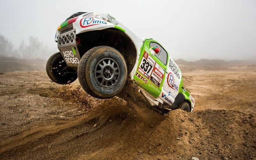 Vaidotas Žala Pagirių karjere išbandė Dakaro ralio bolidą
