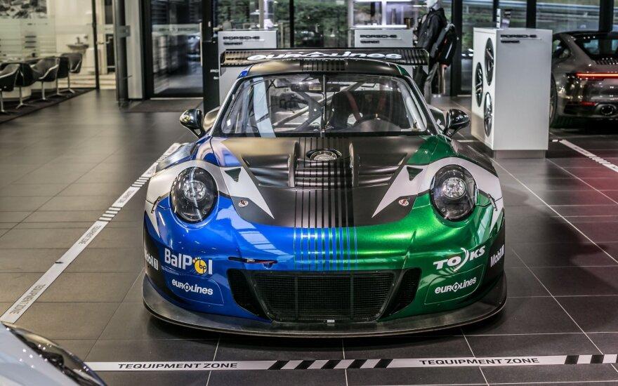 """Į Vilnių atvežtas """"Porsche 911 GT3 R"""""""