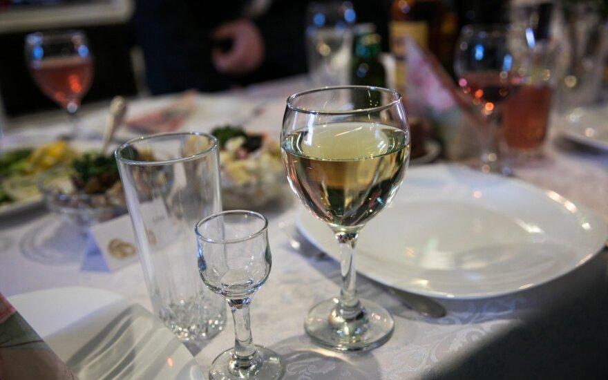 Eurostatas: lietuviai pagal išlaidas alkoholiui – treti Europoje