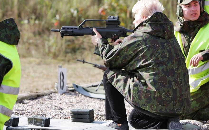 Lithuanian defence minister says there are other alternatives to German G36 rifles