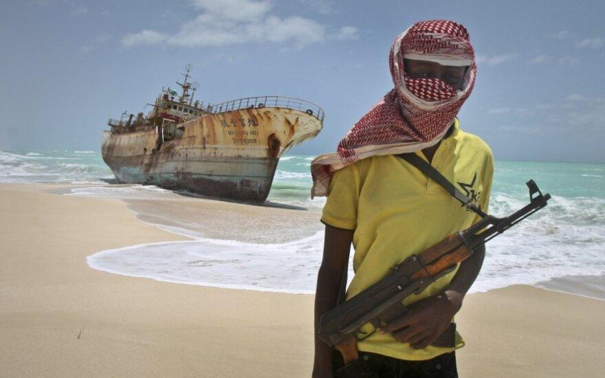 Pernai prie Somalio krantų užfiksuoti 54 piratų išpuoliai