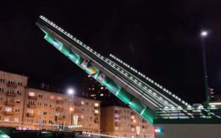 Šiąnakt bus keliamas Pilies tiltas