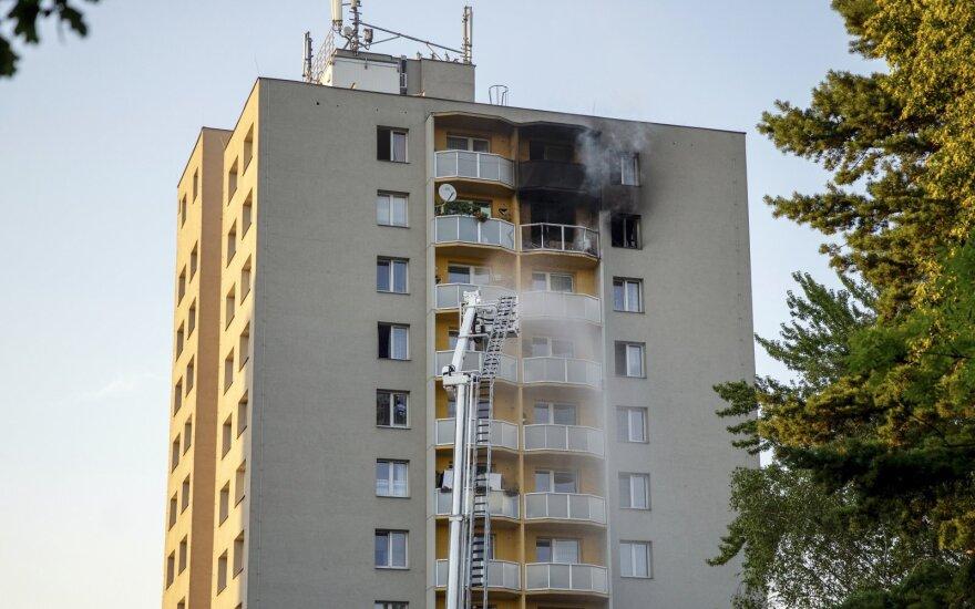 Čekijoje pareikšti kaltinimai vyrui dėl 11 gyvybių pareikalavusio daugiabučio gaisro