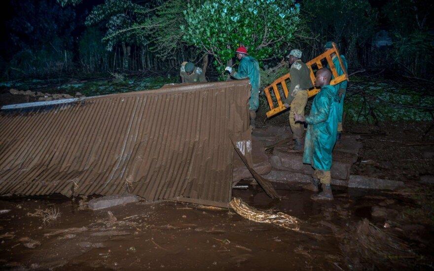 Kenijoje griuvus užtvankai žuvusių žmonių skaičius padidėjo iki 38