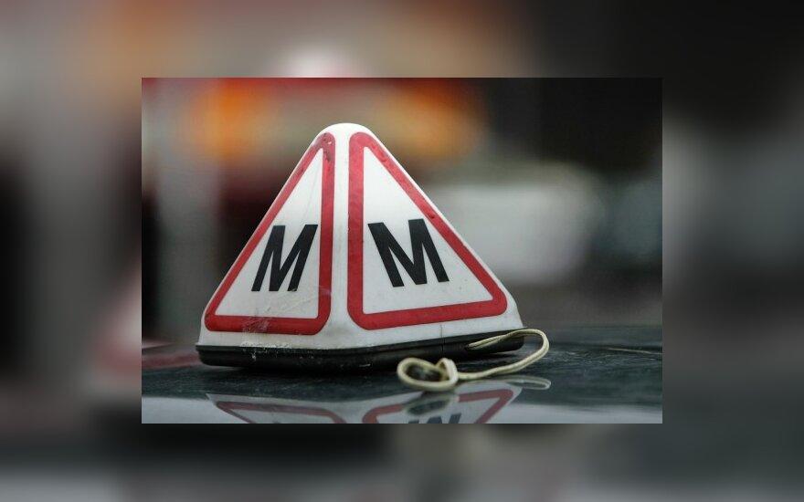 Patarimai būsimiems vairuotojams, norintiems įgūdžius tobulinti su šeimos nariais