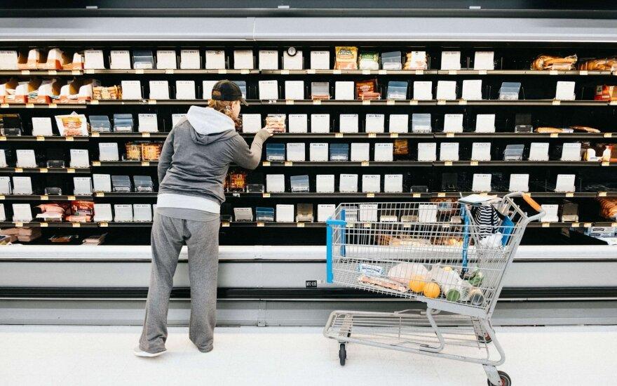 Gyventojai šluoja parduotuvių lentynas. Asociatyvi nuotr.