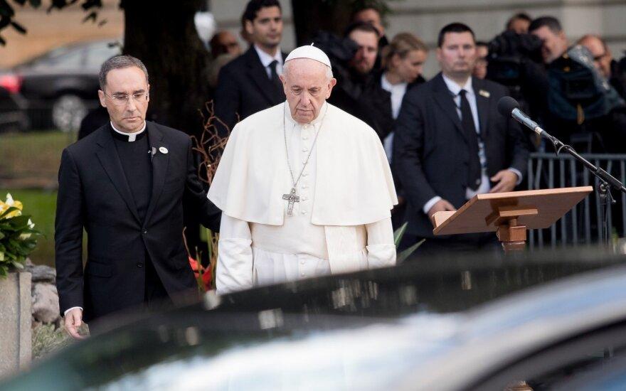 """Popiežius: abortas yra """"samdomo žudiko"""" užsakymas"""