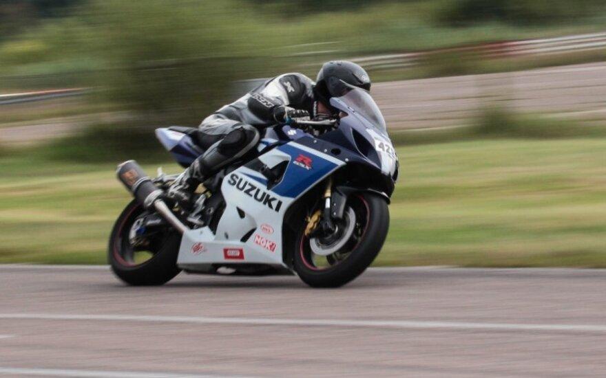 Paskutinės sezono motociklų varžybos Kačerginėje ne visiems buvo sėkmingos. R. Tenuo nuotr.