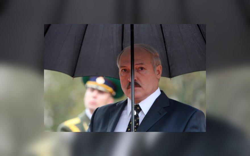 ES pratesė vizų sankcijų Minskui moratoriumą