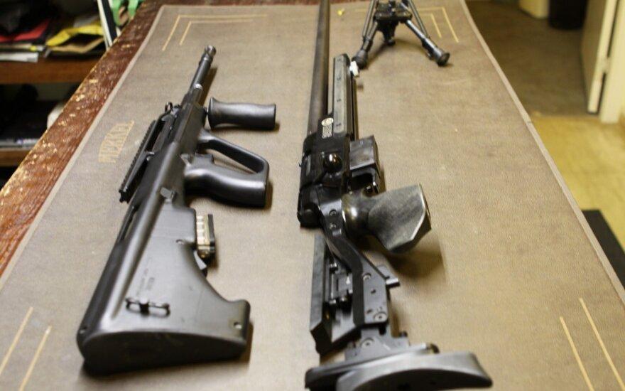 Seniausia JAV ginklų gamintoja paskelbė bankrotą