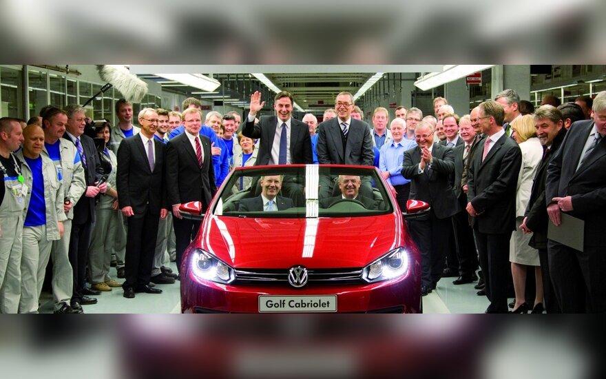 """""""Volkswagen"""" pradėjo """"Golf Cabriolet"""" gamybą"""