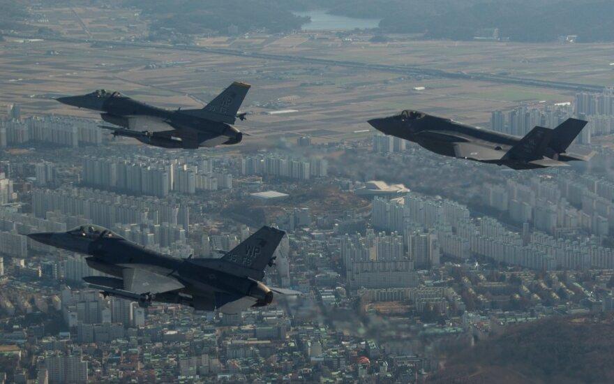 Šiaurės Korėjai – labai aiškus perspėjimas: JAV pademonstravo savo galią