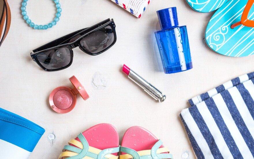 5 kosmetikos priemonės, kurias verta pasiimti keliaujant į pajūrį