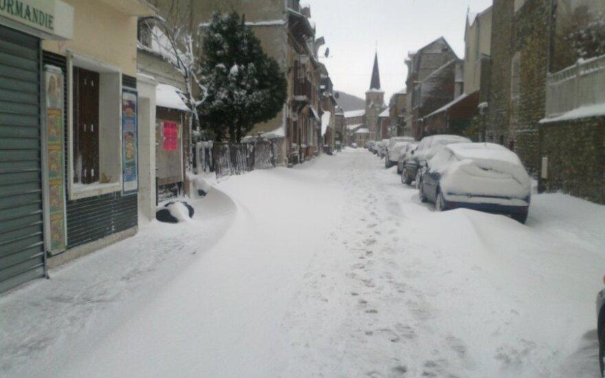 Aukštutinę Normandiją Prancūzijoje sukaustė sniegas