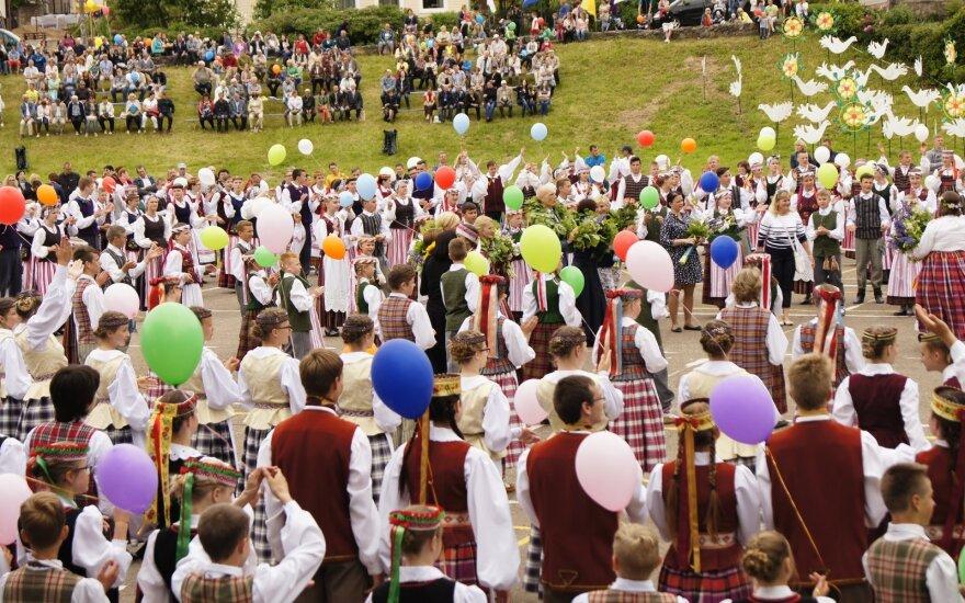 """Plungėje – Žemaitijos regiono dainų šventė """"Gyvybės medis"""""""