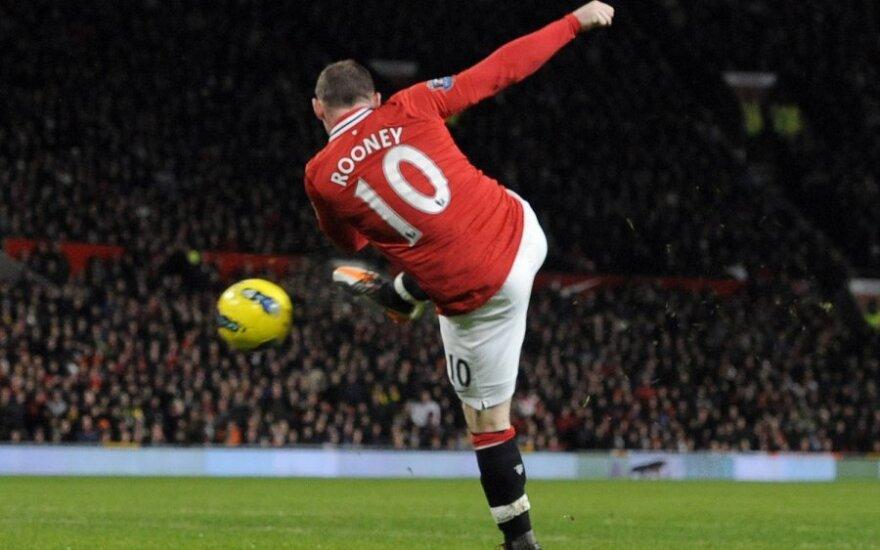 """Smūgiuoja Wayne'as Rooney (""""Man Utd"""")"""