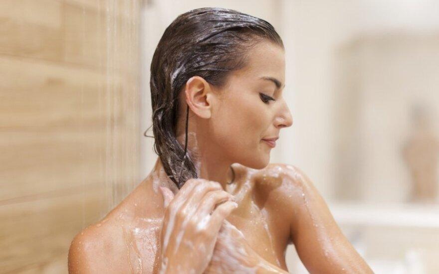 10 klaidų, kurias visi kasdien darome duše