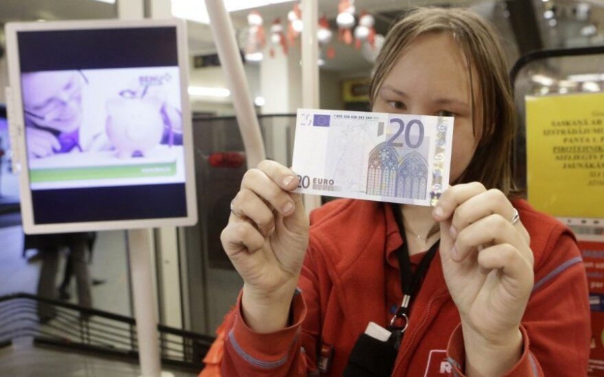 Euro belaukiant: kas augs labiau – atlyginimai ar kainos