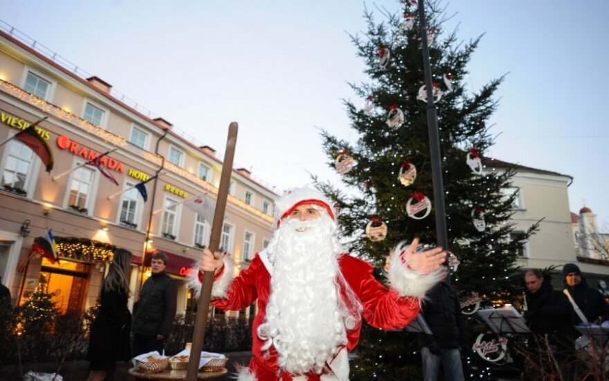 Kauno daugiabučių kiemuose vėl sužibs Kalėdų eglutės
