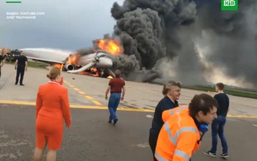 Įvardijo lemtingas piloto klaidas: vos lėktuvui nusileidus atidarė langą