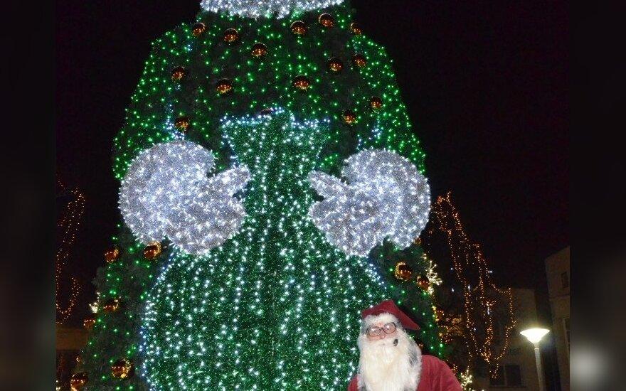 Palangoje įžiebta išskirtinė Kalėdų eglutė