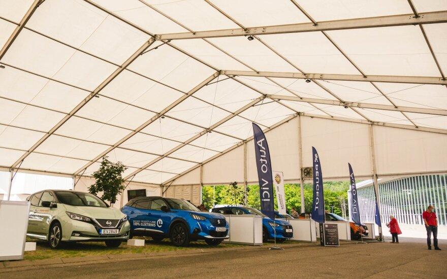 """Po """"Auto Bazar"""" parodos suskaičiavo elektromobilių statistiką – rezultatai nustebino"""