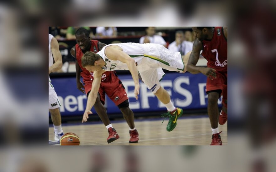Martynas Pocius kovoja dėl kamuolio