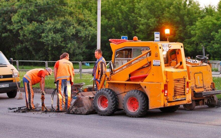 """""""Kauno tiltai"""" asfaltuos kelią Latvijoje"""