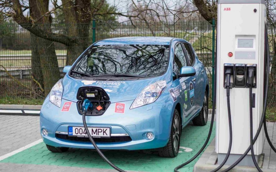 Electric vehicle use grows while charging infrastructure lags behind