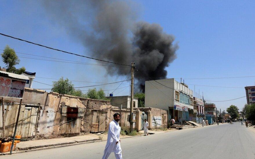 Afganistane pakelės bombai sprogus prie autobuso žuvo 11 žmonių, dešimtys sužeisti