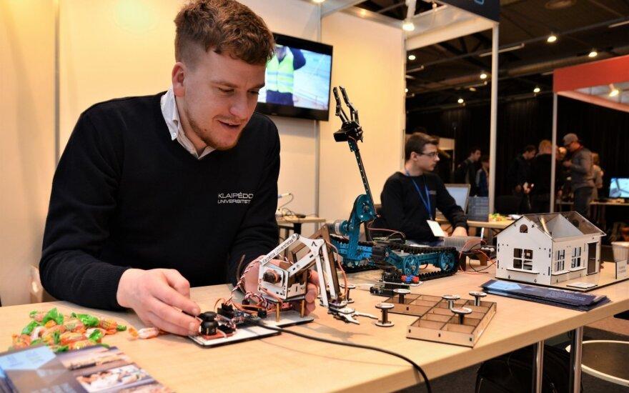 Informacijos studentų kurtas robotas