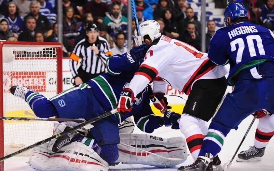 """Canucks"" ir ""Devils"" klubų mačo momentas NHL lygoje"