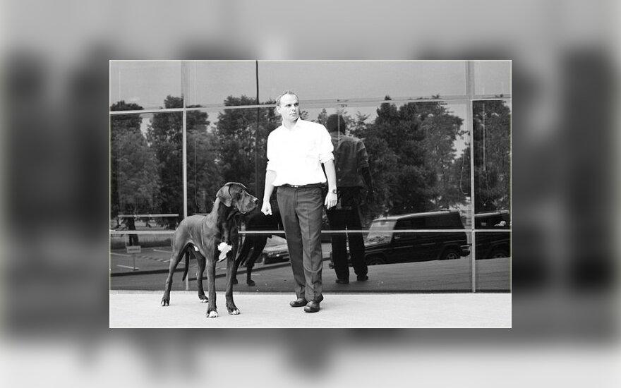 Vyras su šunimi