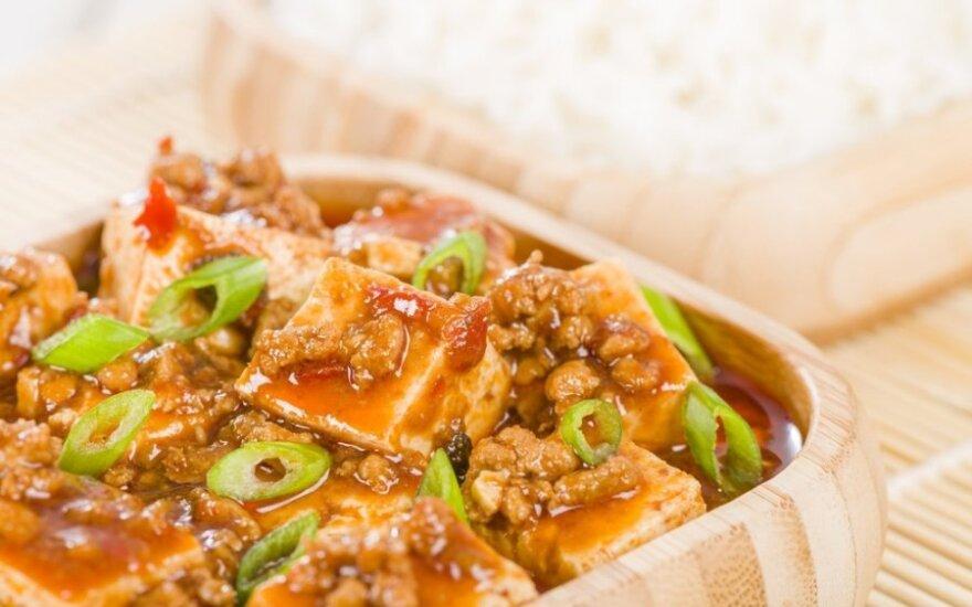 Pupelių, vištienos ir tofu troškinys