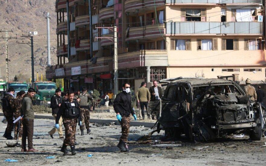 Rytų Afganistane pakelės bombos sprogimas užmušė 10