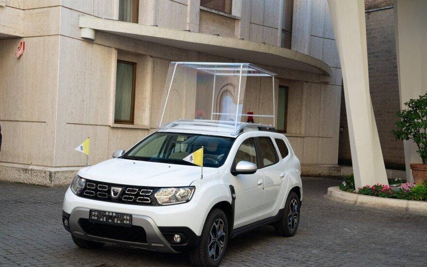 """""""Renault"""" įmonių grupė popiežiui padovanojo """"Dacia Duster"""""""