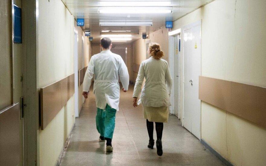 """Medikai ir seselės gauna apgailėtinas algas, bet dirba """"iš idėjos"""""""