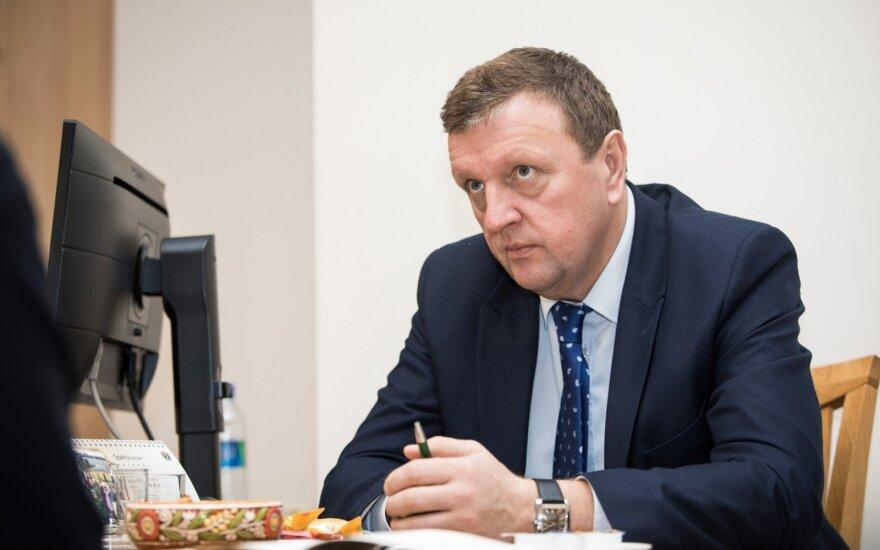 Užklaus STT dėl politinio pasitikėjimo pareigūnų dalyvavimo pirkimų komisijose