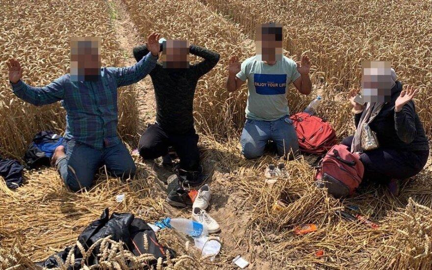 Pasienyje su Baltarusija penktadienį sulaikyta dar 40 migrantų